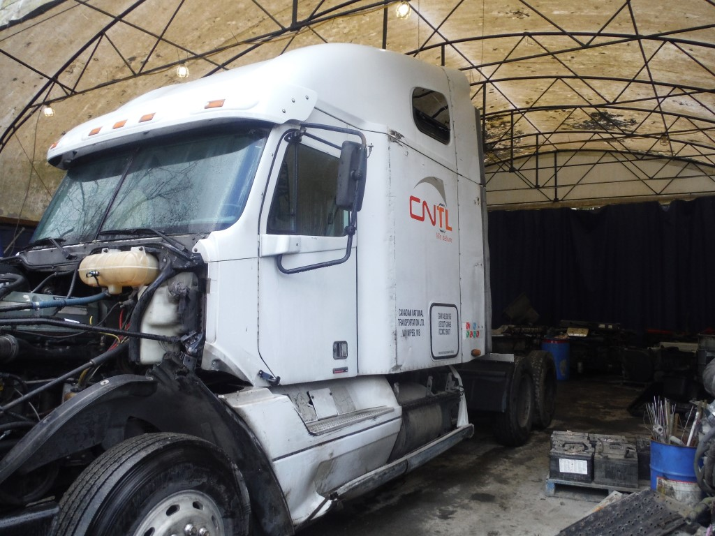 F188 – 2005 Freightliner Columbia | Payless Truck Parts