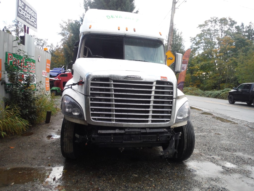 F206 – 2015 Freightliner Cascadia | Payless Truck Parts