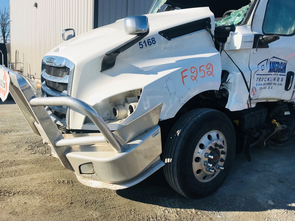 F252 -2018 Freightliner Cascadia | Payless Truck Parts
